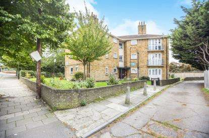 1 Bedroom Flat for sale in Highams Park, London, Waltham Forest