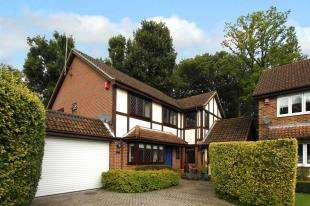 5 Bedrooms Detached House for sale in Bridgelands, Copthorne, West Sussex