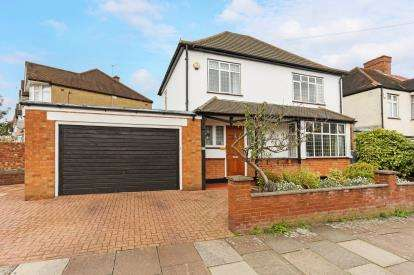 4 Bedrooms Detached House for sale in Blawith Road, Harrow