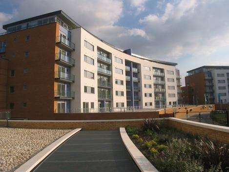 2 Bedrooms Flat for rent in Tideslea Path, West Thamesmead SE28