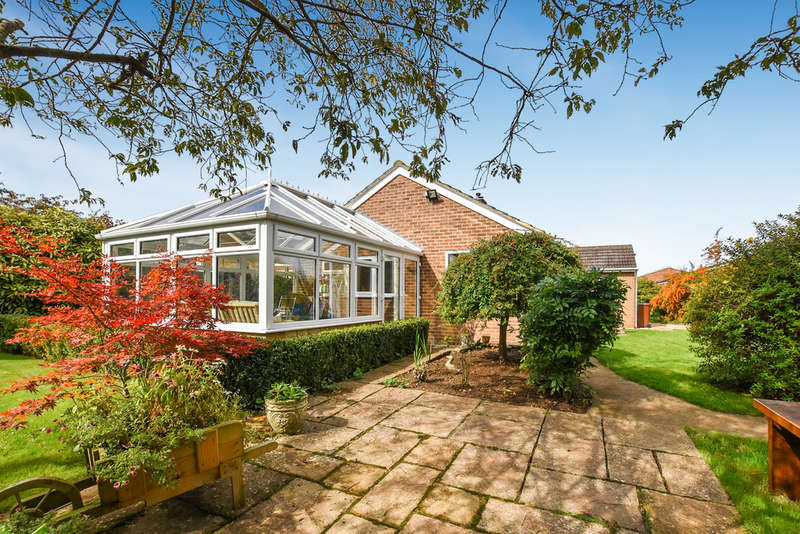 3 Bedrooms Detached Bungalow for sale in Willow Close, Yarnton