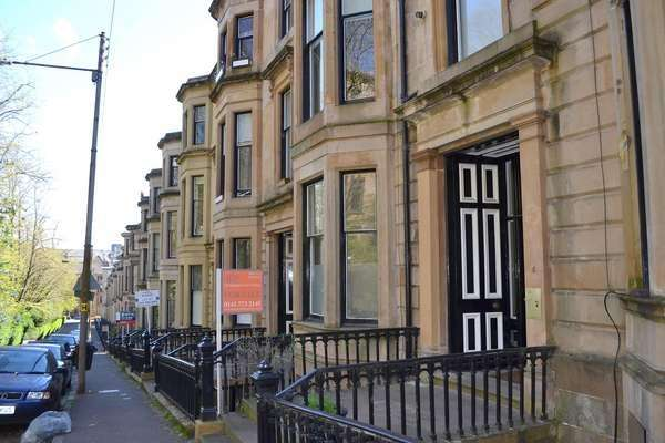 2 Bedrooms Flat for sale in Flat Basement/1, 4A Bowmont Terrace, Glasgow, G12 9LP