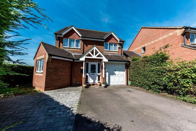 4 Bedrooms Detached House for sale in De Havilland Avenue, Bedford, Bedfordshire, MK42