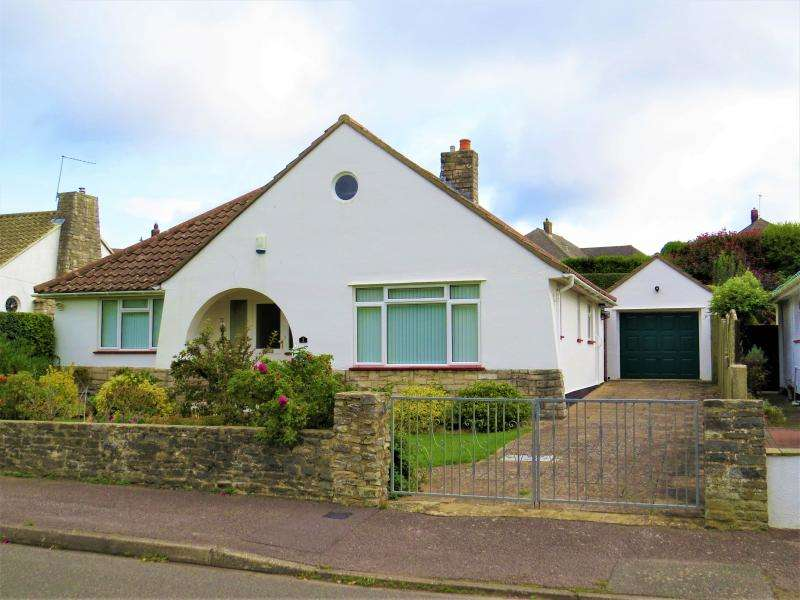 3 Bedrooms Bungalow for sale in Mitchell Close, NEW MILTON, BH25