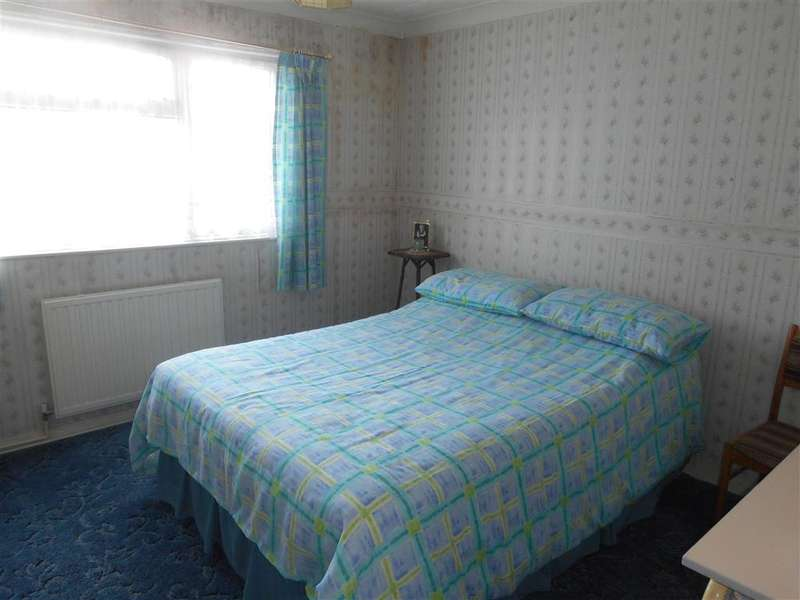 2 Bedrooms End Of Terrace House for sale in Beeleigh Cross, Basildon, Essex