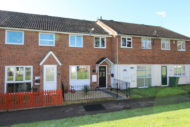 3 Bedrooms Terraced House for sale in Carroll Close, Newport Pagnell, Buckinghamshire