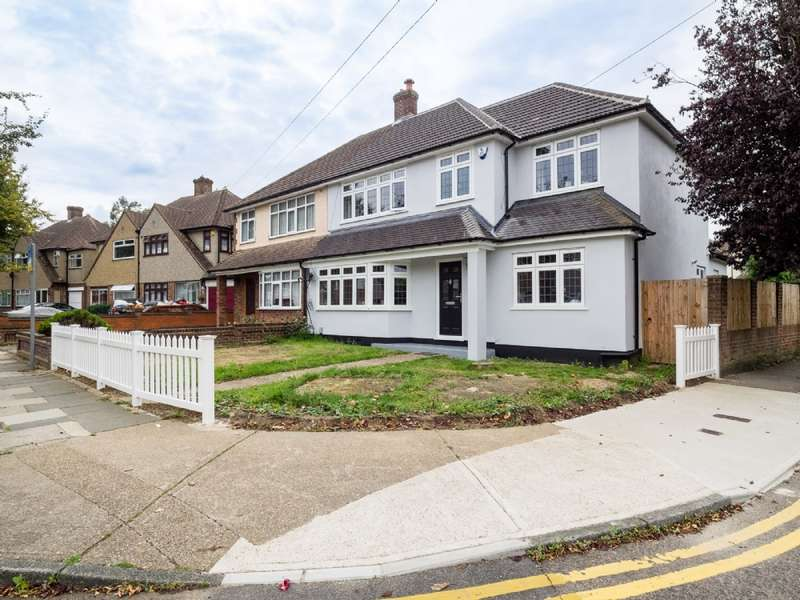4 Bedrooms Semi Detached House for sale in Severn Drive, Upminster