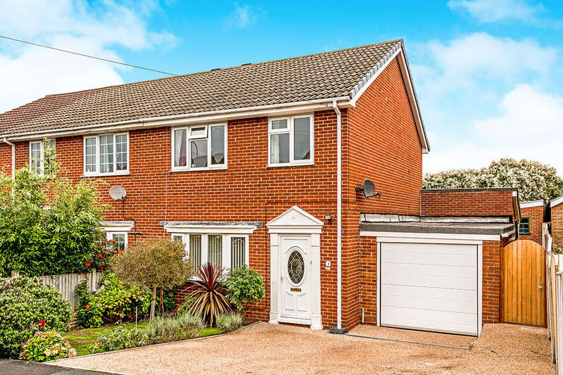 3 Bedrooms Semi Detached House for sale in Stonecliffe Drive, Middlestown, Wakefield, WF4