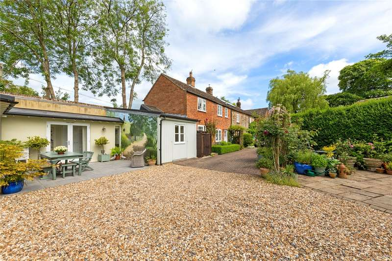 3 Bedrooms Semi Detached House for sale in Manor Cottage, Oakley Road, Brill, Aylesbury, HP18