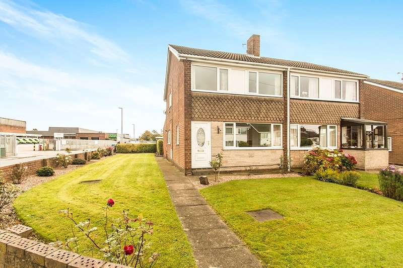 3 Bedrooms Semi Detached House for sale in Scotchman Close, Morley, Leeds, LS27