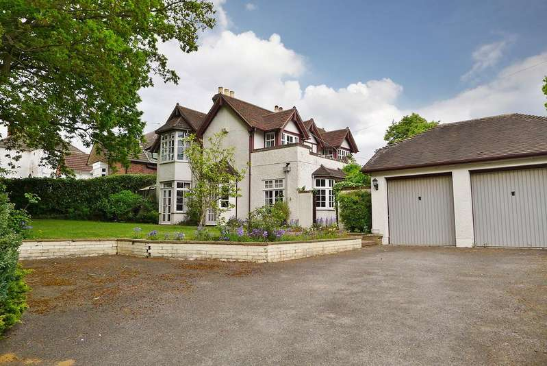 4 Bedrooms Detached House for sale in TITCHFIELD COMMON