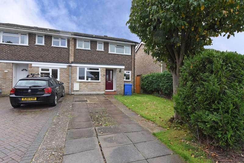4 Bedrooms Semi Detached House for sale in Charlecote Close, Farnborough, GU14