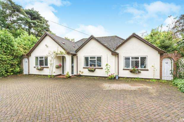 3 Bedrooms Bungalow for sale in South Woking, Woking, Surrey