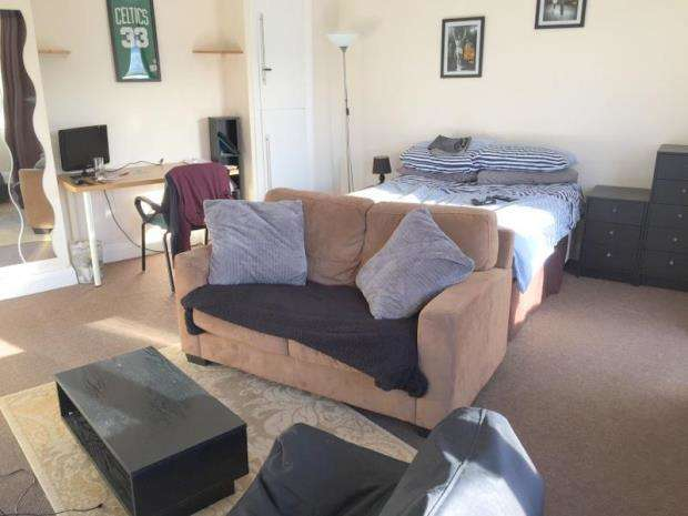 Flat for sale in Bournemouth, Dorset, BH2