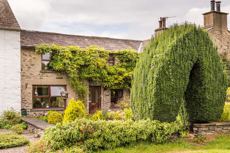 3 Bedrooms Cottage House for sale in 4 Church View, Natland, Cumbria.