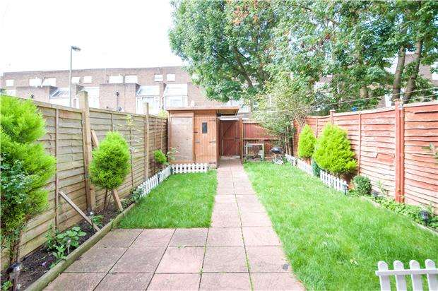 3 Bedrooms Town House for sale in Carberry, Little Strand, COLINDALE, NW9 5NY