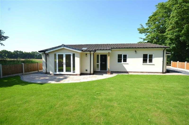 3 Bedrooms Bungalow for sale in Blackboards Lane, Childer Thornton, CH66