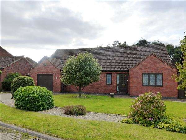 3 Bedrooms Detached Bungalow for sale in Goldcrest Close, Scunthorpe