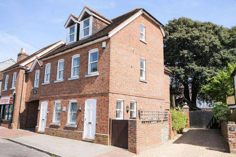3 Bedrooms Semi Detached House for sale in 4 Harbour Court, Emsworth