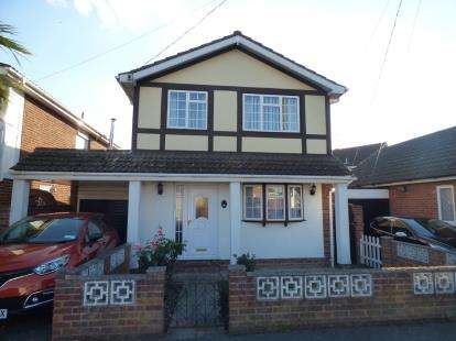 4 Bedrooms Detached House for sale in Canvey Island, Essex, Uk