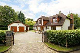 4 Bedrooms Detached House for sale in Domewood, Copthorne, West Sussex