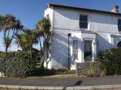 2 Bedrooms Flat for sale in 6 St. Marys Close, Ryde, Isle Of Wight