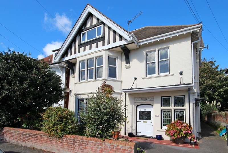 2 Bedrooms Apartment Flat for sale in Glen Road, Bournemouth