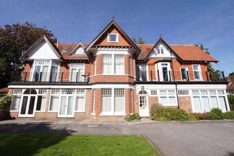 3 Bedrooms Flat for sale in Pinewood Road, Poole