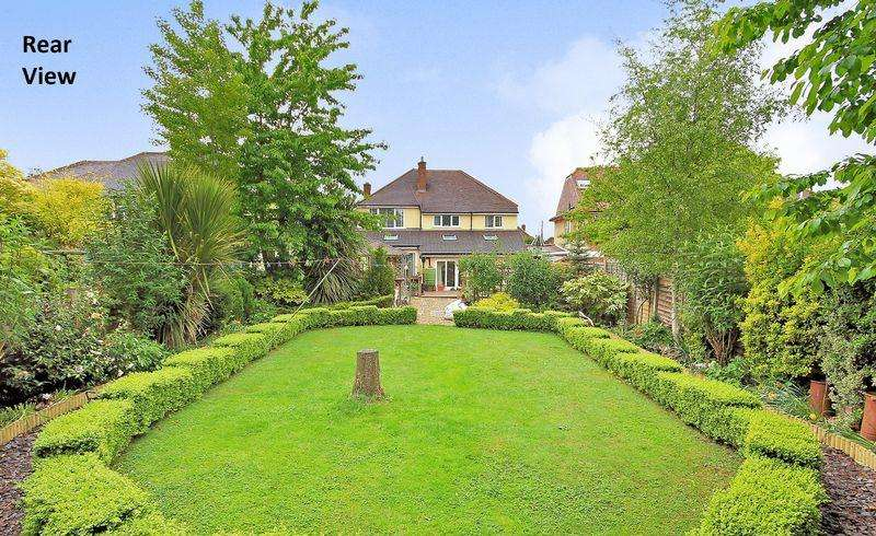 5 Bedrooms Detached House for sale in Wickham Road, Shirley