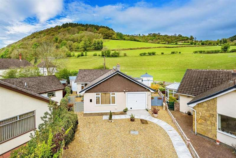2 Bedrooms Detached Bungalow for sale in Maes Madog, Pontfadog, Llangollen