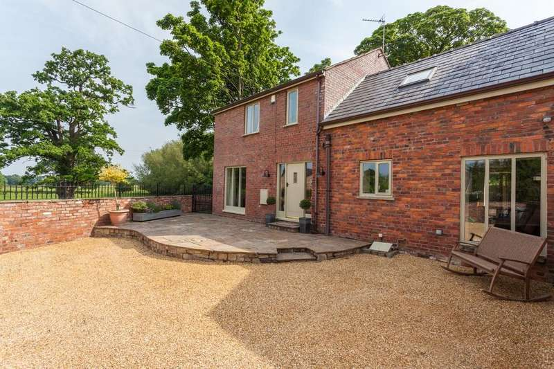 4 Bedrooms Barn Conversion Character Property for sale in Towers Yard Barns, Towers Road, Poynton