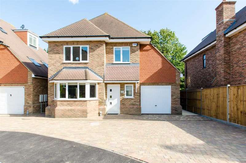 5 Bedrooms Detached House for sale in Copper Beech Close, Sittingbourne