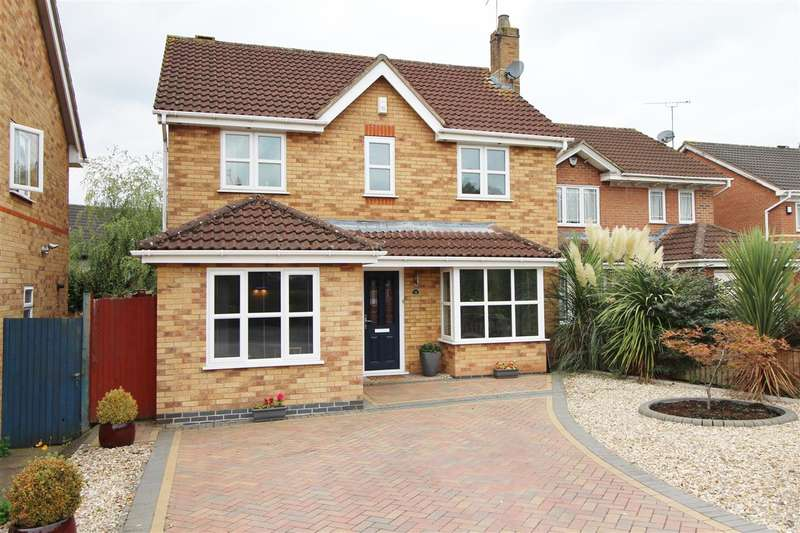 3 Bedrooms Detached House for sale in Fontwell Drive, Downend, Bristol