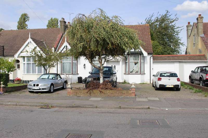 6 Bedrooms Bungalow for sale in Ilford, IG3 9BU