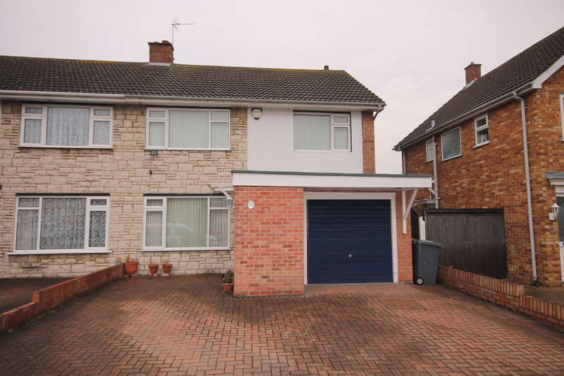 3 Bedrooms Semi Detached House for sale in Tiverton Road, Bedford, MK40