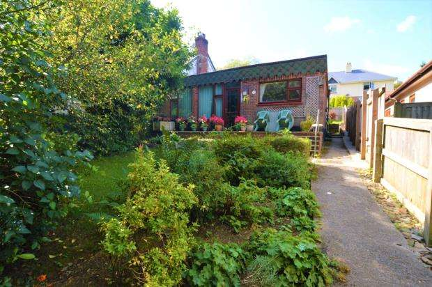 2 Bedrooms Semi Detached Bungalow for sale in Plymouth Road, Buckfastleigh, Devon