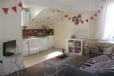 3 Bedrooms Flat for rent in 3Bed, Park Road, Lenton, Nottingham, NG7 1JG