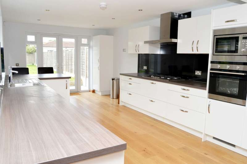 5 Bedrooms Semi Detached House for sale in Candover Road, Hornchurch