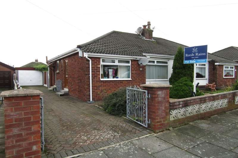 2 Bedrooms Semi Detached Bungalow for sale in Thornway Avenue, Thornton-Cleveleys, FY5