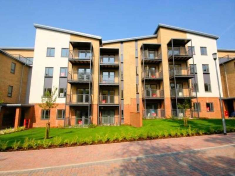 2 Bedrooms Flat for sale in Lawford Court, Grade Close