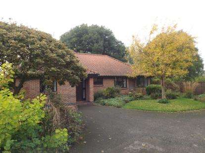 3 Bedrooms Bungalow for sale in Sunbeam Street, Whatton, Nottingham, Nottinghamshire