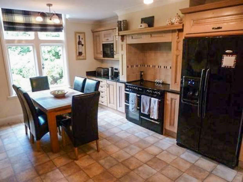 2 Bedrooms Flat for sale in Warwick Road, Knowle, Solihull