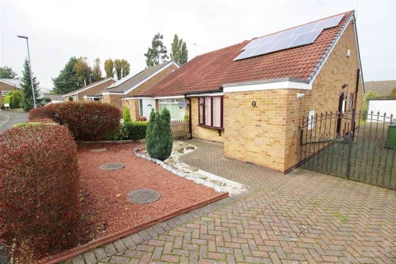 2 Bedrooms Semi Detached Bungalow for sale in Priestley View, LS28 9NG