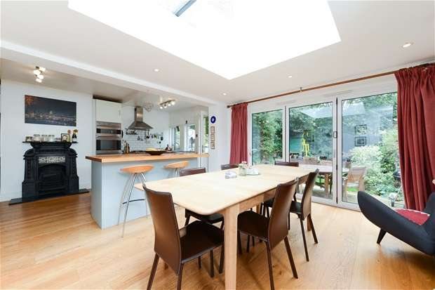 4 Bedrooms Semi Detached House for sale in Berwyn Road, Herne Hill