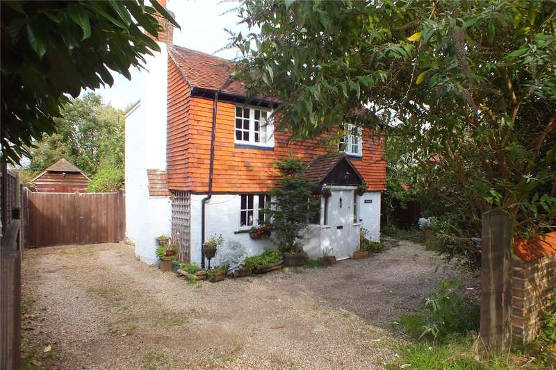 3 Bedrooms Detached House for sale in Hawley Road, Blackwater, Camberley, GU17