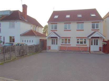 3 Bedrooms Semi Detached House for sale in Braunstone Lane East, Leicester, Leicestershire