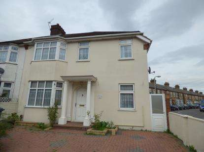 3 Bedrooms End Of Terrace House for sale in Turners Hill, Cheshunt, Waltham Cross, Hertfordshire