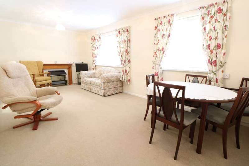 2 Bedrooms Flat for sale in Castle Court, Maryport Street, USK, NP15