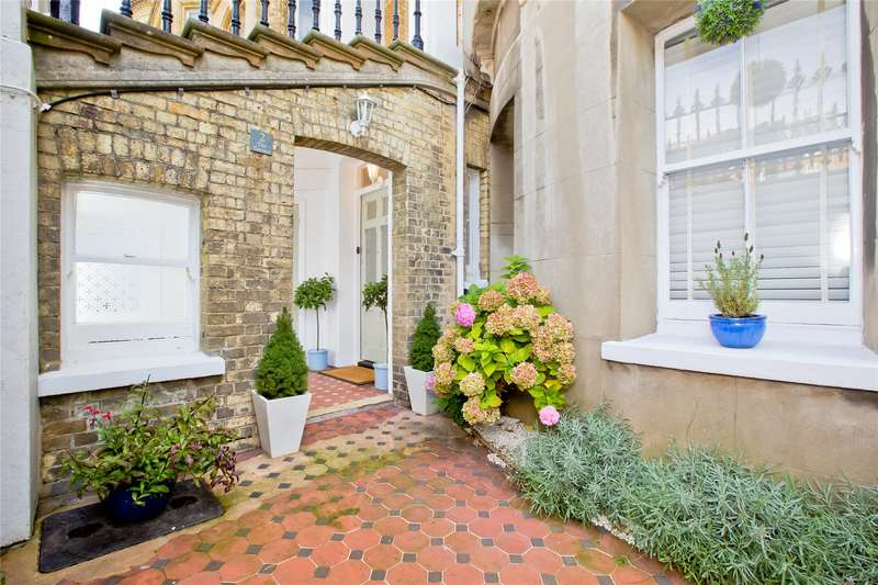 2 Bedrooms Flat for sale in Grand Avenue, Hove, East Sussex, BN3