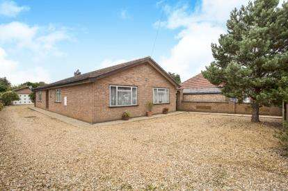 4 Bedrooms Bungalow for sale in South Wootton, Kings Lynn, Norfolk